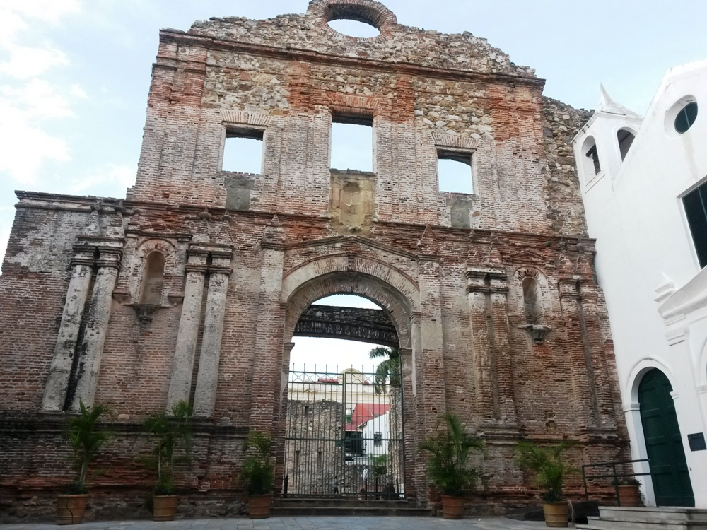 ruine in old Panama city