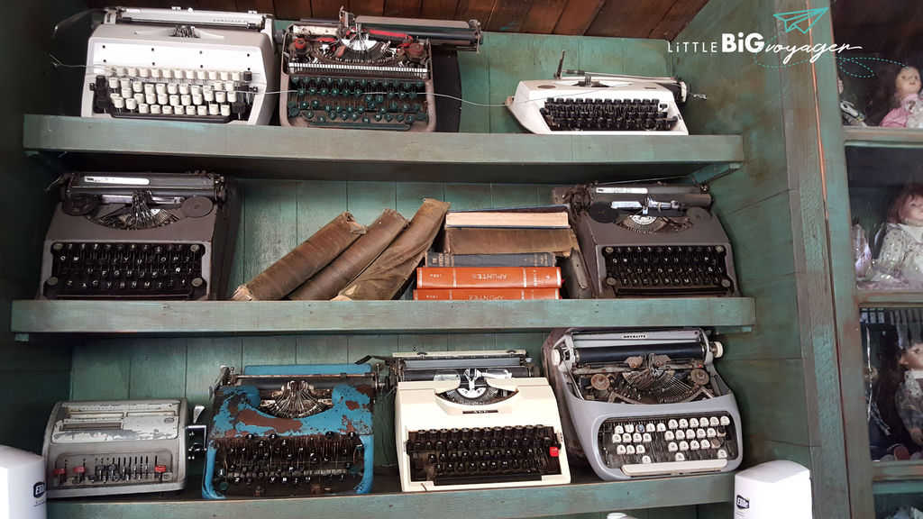 Exhibition of antique typewriters at Buin Zoo