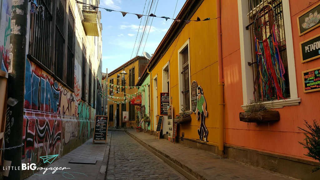cobblestone alley Valparaiso with nice restaurants and an art gallery